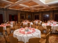 Table setting with pink napkins