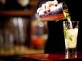 Fresh cocktail pour