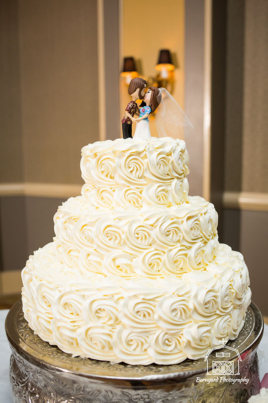 White cake with Whit e Swirl Roses