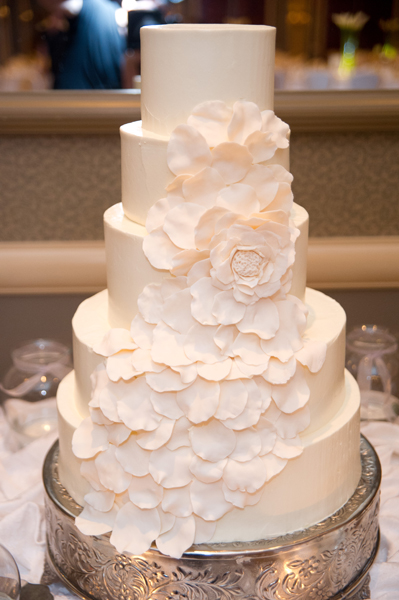 White cake with Floral Pattern